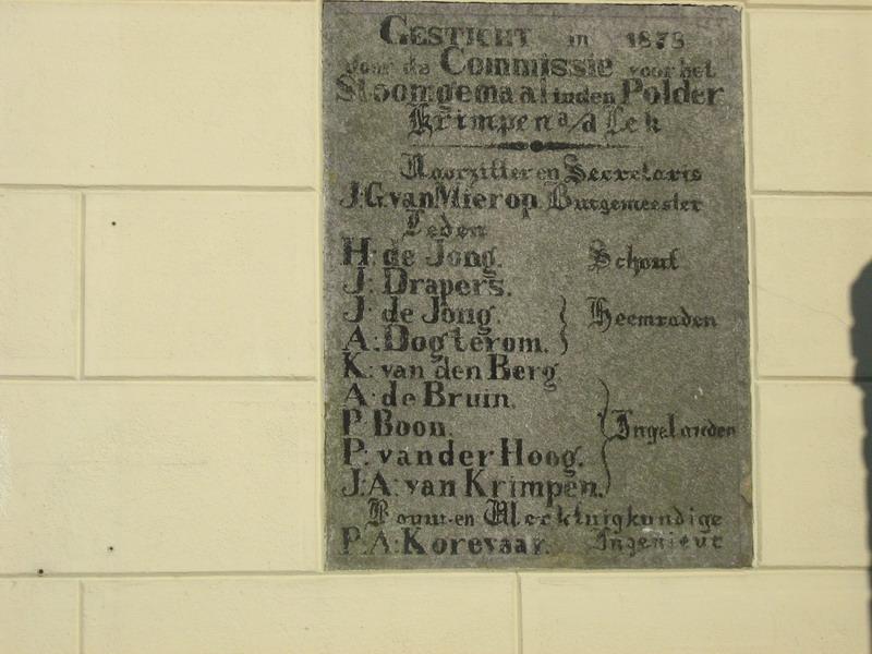 Ingemetselde gedenksteen bij stoomgemaal Hendrikus de Jong